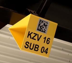 ONE2ID bord driehoek met reflectief etiket en datamatrix code scannen magazijn
