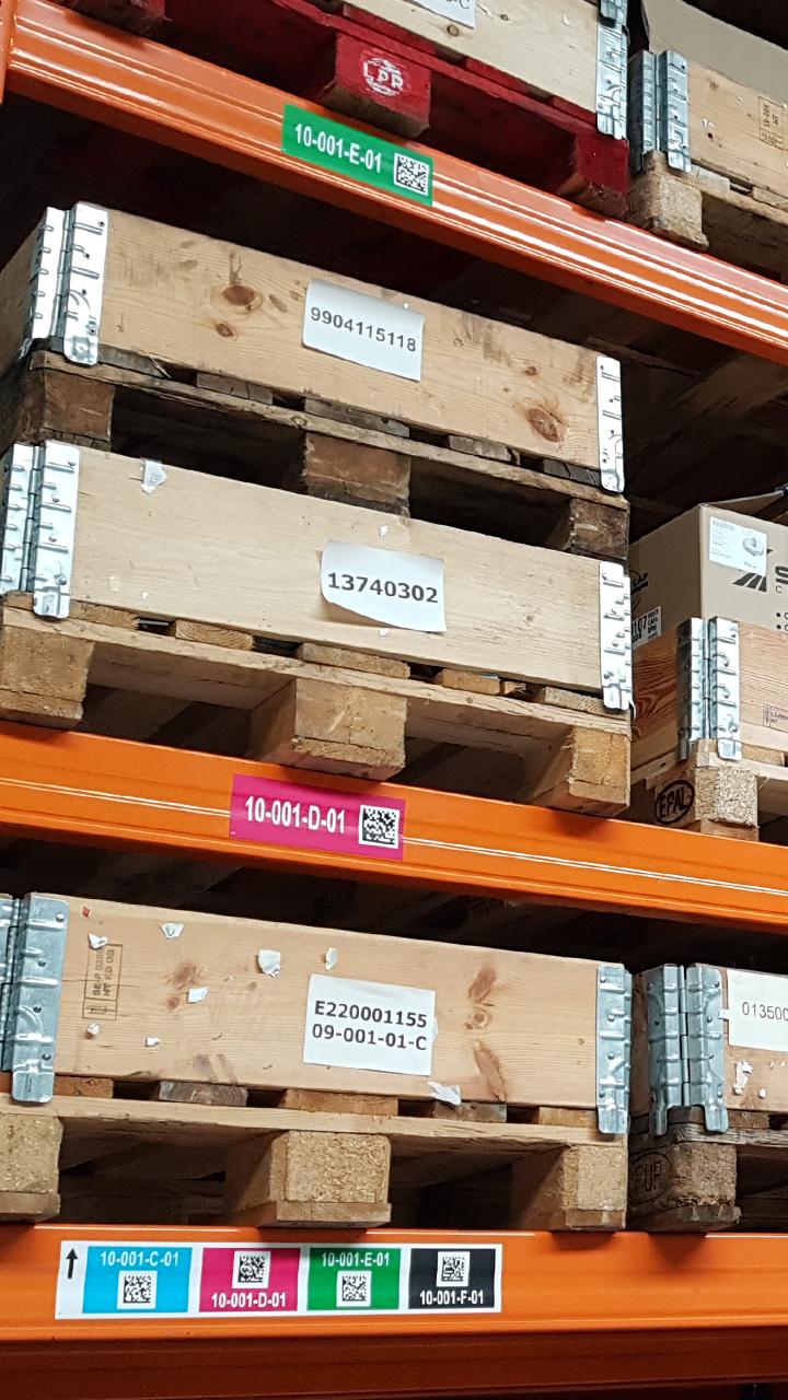 ONE2ID magazijnlabels met hoogtekleuren en barcode